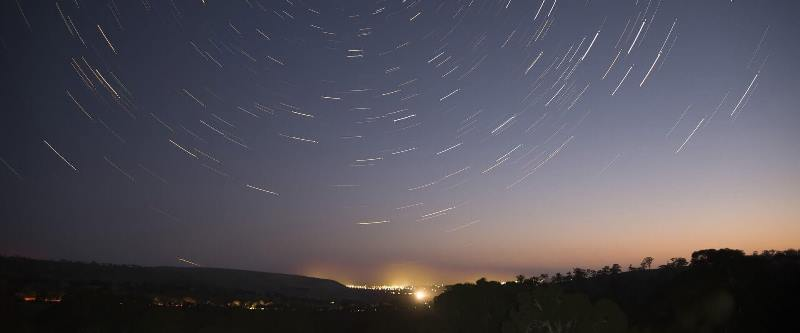Star trails: fotos do céu com longa exposição